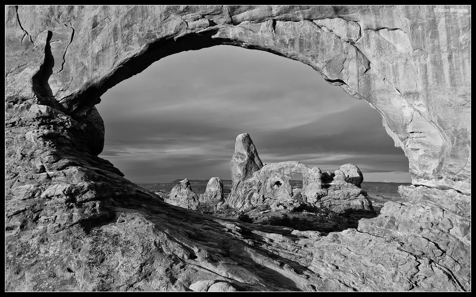 Turret Arch BW 1920&#2...