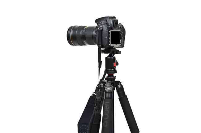 Oben AC-1410 with D700 mounted