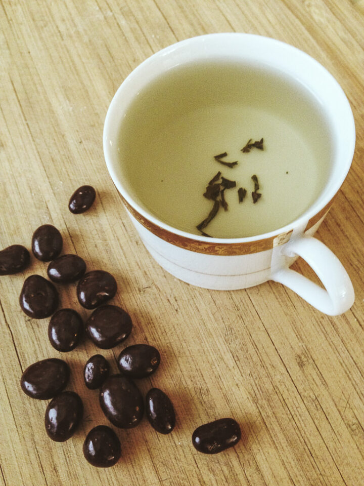 Green tea with chocolate