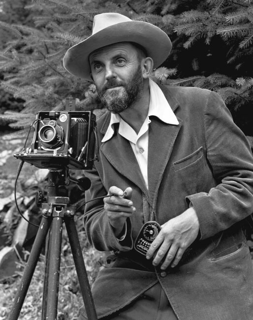 Ansel Adams con cámara 4x5