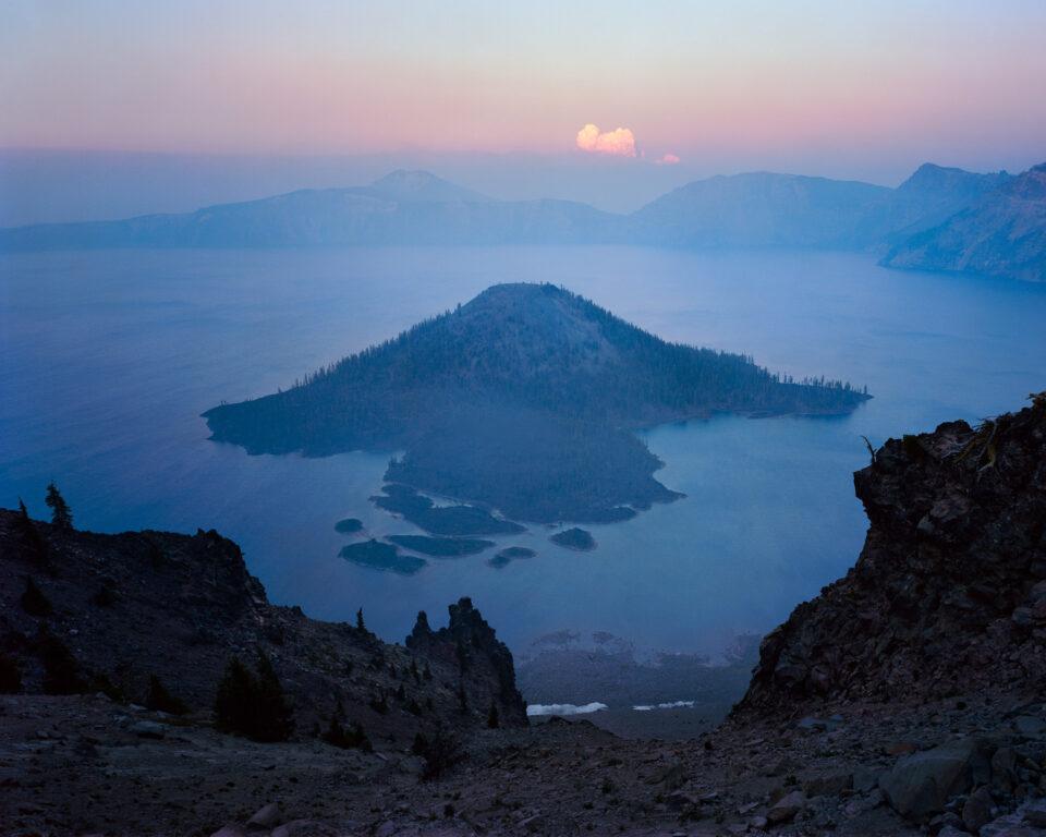 Atardecer ahumado del lago Crater 4x5